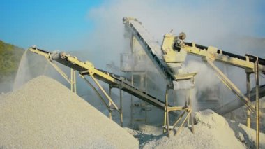 Video 1080p - Small factory for the production of gravel for road construction. Stone crusher in Myanmar — Stock Video