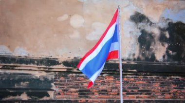 Video 1920x1080 - national flag in the old Buddhist temple. Thailand, Ayutthaya — Stock Video