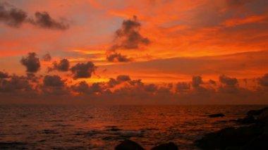 Video 1080p - blazing sunset over tropical ocean — Stock Video