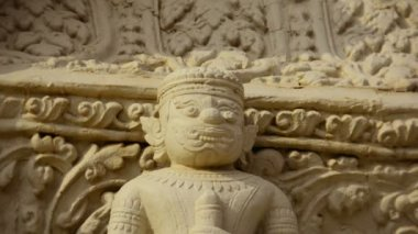 Video 1080p - Statue of ancient guard on the wall of the temple. Cambodia, Phnom Penh — Stock Video