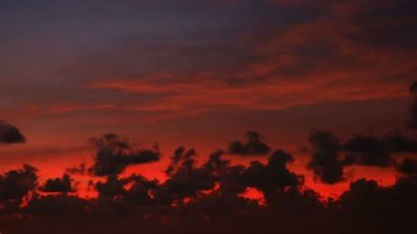 Video 1080p - Bright red sunset over the ocean. Tropical beautiful timelapse — Stockvideo
