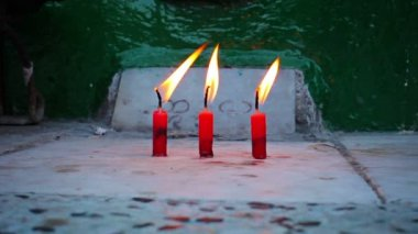 Video 1080p - Candles in the old Buddhist monastery in Myanmar, Yangon — Stock Video