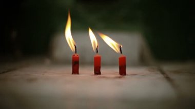 Video 1080p - Three candles are lit in a Buddhist temple — Stock Video