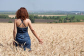 Woman in a wheat field on a summer day — Stock Photo