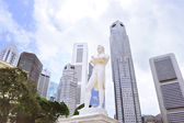 Sir Tomas Stamford Raffles monument — Stock Photo