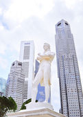 Sir Tomas Stamford Raffles monument — Stock Photo