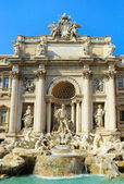 Famous Fountain di Trevi in Rome — Stock Photo