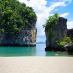 Rocks and sea in Krabi — Stock Photo
