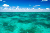 美しいビーチと熱帯の海 — ストック写真