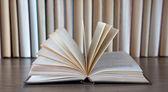 Libri su tavolo — Foto Stock