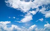 Mavi gökyüzünde bulutlar — Stok fotoğraf
