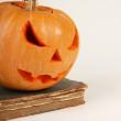 calabaza de halloween naranja sobre fondo blanco — Foto de Stock