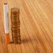 Stack coins and cigarette — 图库照片