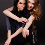duas amigas atraentes — Foto Stock