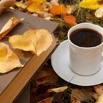 escena de otoño. libros y café — Foto de Stock