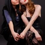due amici della ragazza attraenti — Foto Stock