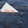Sticker in your pocket jeans. The text - Kiss me. — Стоковая фотография