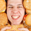 Man eating hamburger — Stockfoto