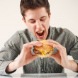 Man eating hamburger — Stock fotografie