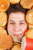 äter hamburgare — Stockfoto