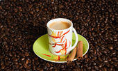 Cup of coffee with coffee beans. — Stock Photo