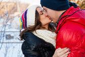 Paar glücklich lächelnd in der liebe. über weißem hintergrund — Stockfoto