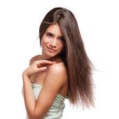 Porträtt av en vacker ung kvinna med hår som flyger — Stockfoto
