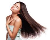 Retrato de una bella mujer joven con el pelo volando — Foto de Stock