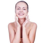 Vacker kvinna tvätta hennes ansikte - isolerad på vit — Stockfoto