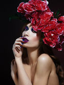 Fashion Beauty Model Girl with Flowers Hair. Bride. Perfect Creative Make up and Hair Style. Hairstyle. Bouquet of Beautiful Flowers. — Foto Stock