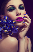 Beautiful Fashion Girl's Face. Makeup. Make-up and Manicure. Nail Polish. Beauty Skin and Nails. Beauty Salon — Stockfoto
