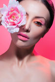 Beautiful Fashion Girl's Face. Makeup. Make-up and Manicure. Nail Polish. Beauty Skin and Nails. Beauty Salon — 图库照片