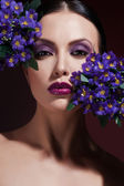 Beautiful Fashion Girl's Face. Makeup. Make-up and Manicure. Nail Polish. Beauty Skin and Nails. Beauty Salon — Stok fotoğraf