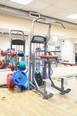 Aparatos de gimnasia en una sala de gimnasio — Foto de Stock
