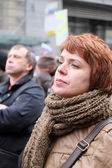 Woman leastens to a speech on meeting in the time of protest rotest manifestation of muscovites against war in Ukraine — Stock Photo