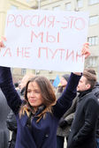 """Young woman with the poster """"Russia Is We not Putin"""" in a time of a protest manifestation of muscovites against war in Ukraine — Stock Photo"""
