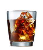 白で隔離される氷とウイスキーのガラス — ストック写真