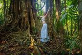 Beautiful girl in the jungle — Stock Photo