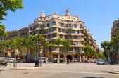 Dom casa mila, barcelona, hiszpania. — Zdjęcie stockowe