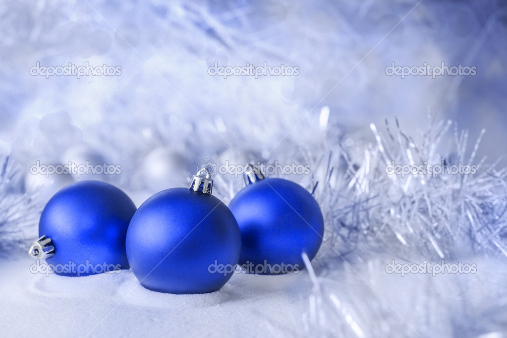 Three blue ball lying in the snow — Stock Photo #13641119