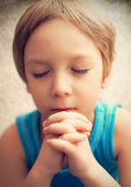 Photo boy at prayer — Stock Photo