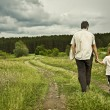 Boy and his father are on the road — Stock Photo