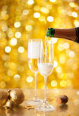Pouring Champagne in a flute — Stock Photo