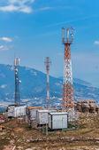 Antennen und ein behälter mit ausrüstung — Stockfoto