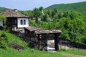 μεσαιωνική αναπαλαιωμένο σπίτι στο bozhentsi — Φωτογραφία Αρχείου