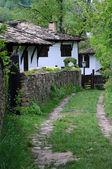 Stradina stretta nel villaggio di bozhentsi — Foto Stock