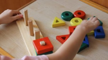 Little girl playing with wooden puzzle — Stock Video