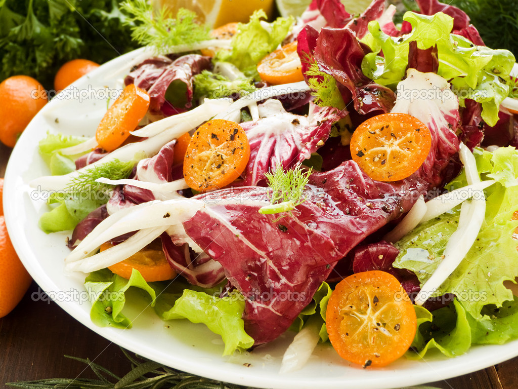 Salad with radicchio, fennel, lettuce and kumquat. Shallow dof. — Stock Photo #13885929