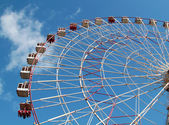 Large Ferris wheel on the blue sky — Stock Photo