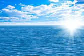 Perfect sky and water of ocean — Stock Photo